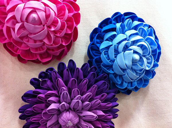 Happy wednesday quilt market photos kwernerdesign blog want to make those flowers i did a bit of research online and found that you can purchase the patterns make these amazing flowers directly from the la mightylinksfo