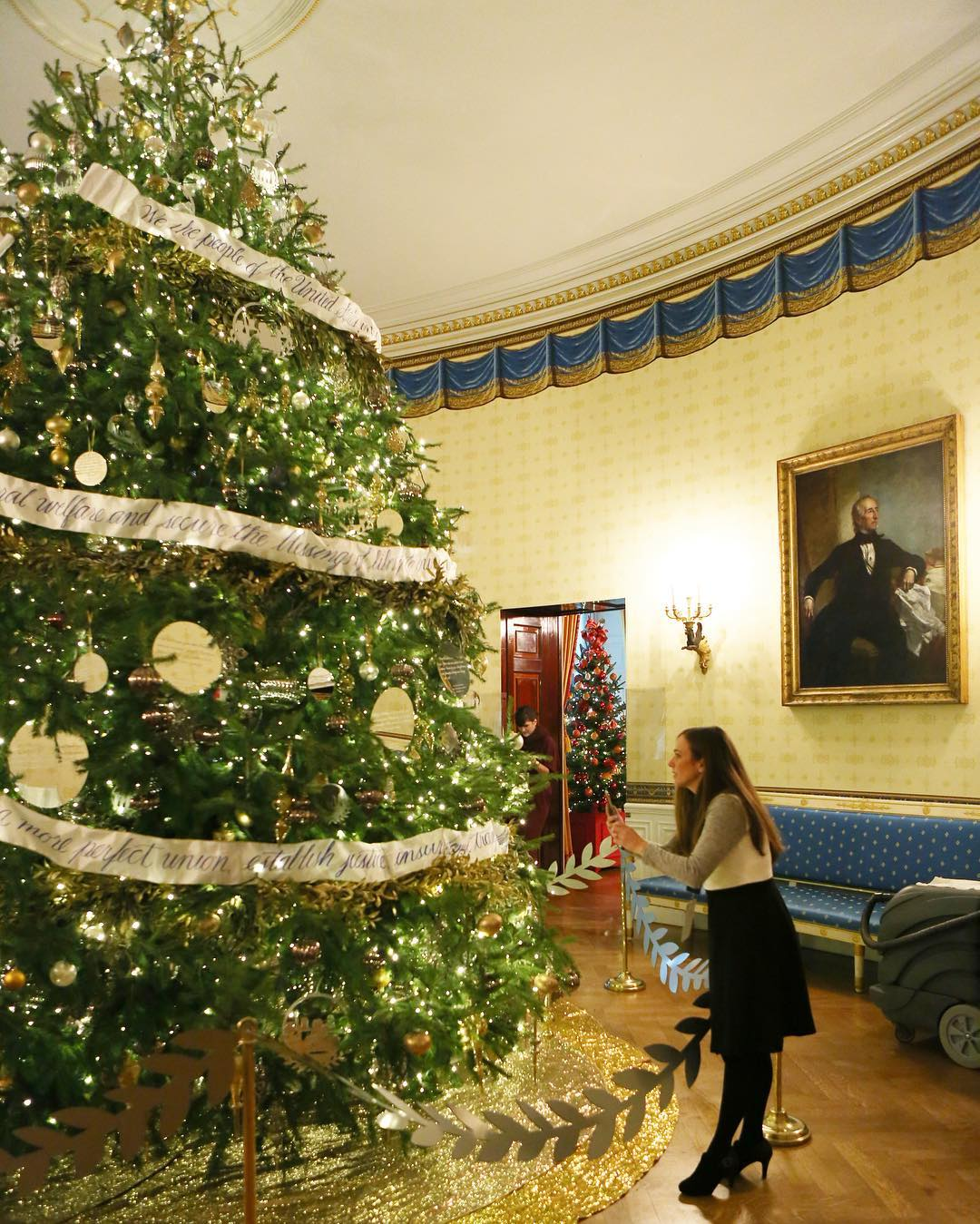 The 17foot tree in the Blue Room is amazing! Thishellip