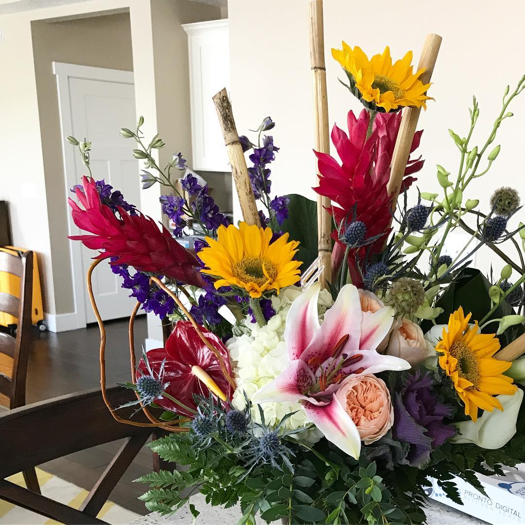 Gorgeous birthday flowers from jennifermcguireink Ive been enjoying these forhellip